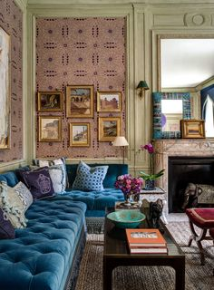 Living Room Inspiration: a blue sofa is a stylish and glamorous furniture piece that looks beautiful in any interior design style My Living Room, Living Room Decor, Living Spaces, Small Living, Decoration Inspiration, Interior Inspiration, Style Inspiration, Kips Bay Showhouse, Home Theaters