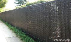 chain-link-fence-brown-privacy-slats.jpg 640×384 pixels