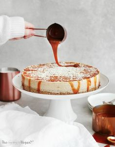 Vegan no-bake white chocolate & caramel cheesecake, with homemade caramel! Quick & easy to make and delicious! Perfect for Christmas day!