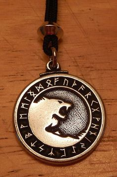 ODIN Wolves Necklace Pendant Norse Viking Yin Yang Amulet Wolf Warrior Talisman