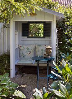 Gourmet garden: garden shed – tool shed – Radlhaus – shed – arbor - Modern Garden Bed Layout, Garden Nook, Garden Cottage, Gourmet Garden, Garden Cushions, Small Outdoor Spaces, Little Gardens, Backyard Lighting, Small Apartment Decorating