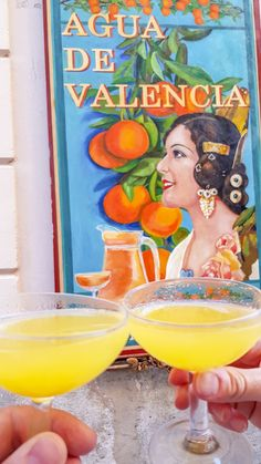 Proosten met Agua de Valencia bij Cafe de las Horas tijdens je stedentrip Valencia Valencia City, Wanderlust, Girl Nursery, Drinks, Travelling, Cities, Barcelona, Content, Vacation