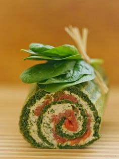 Rolada szpinakowa z łososiem i serkiem Seafood Recipes, Cooking Recipes, Types Of Cakes, Appetizers For Party, Fish And Seafood, Fresh Rolls, Avocado Toast, Cucumber, Sushi