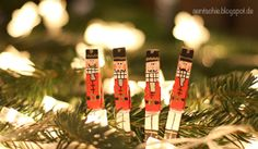 Weihnachtsbaumschmuck aus Wäscheklammern