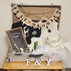 今日も家でweddingdiy ウェルカムトランク飾ってみました ハワイ挙式で使ったものを詰め込んでみました思っていたより良い✨ 大正浪漫な披露宴会場に合うかは微妙です… 奮発したRIMOWA大活躍!! #ウェルカムトランク #ウェルカムスペース #rimowa #リモワ#wedding #weddingphotography #結婚式#結婚式準備#プレ花嫁