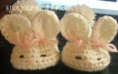 These Baby Bunny Slippers are adorable to #crochet for your little one. The ears and pom poms are sewn on once the foot part is complete. These make a great spring baby shower gift, too.