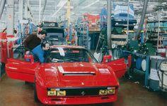 Ferrari Maranello in Ferrari 288 GTO shares the production line with a Ferrari Mondial, Ferrari 288 Gto, Ferrari Car, Super Sport Cars, Super Cars, Gianni Agnelli, Automobile, Australian Cars, Cars Motorcycles