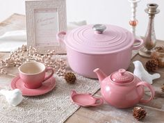 Le Creuset in pink, i want it, i want it, i want it!
