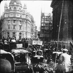 London History: London Traffic Jam in Piccadilly Circus in 1901 London Pictures, London Photos, Old Pictures, Old Photos, Vintage London, Old London, Victorian London, London Bus, London Bridge