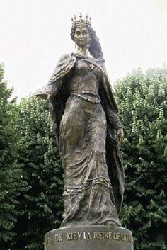 Queen Anna Yaroslavna's statue by Valentyn Mykola Znobas in Senlis, France (2005).