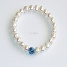 www.classitysjewel.com Genuine freshwater white Pearls from Myanmar and blue topaz bracelet.194,00 €