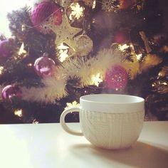 19 dicembre: tazza fumante. Le tazze sono il mio soggetto preferito. E anche gli alberi di natale. Che gioia! Sei giorni a Natale!