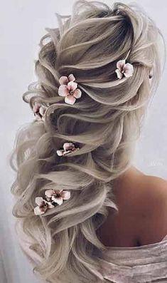 Aceasa Coafură pentru Păr Ondulat este o alegere inspirată și sexy. Girly Hairstyles, Unique Wedding Hairstyles, Long Hair Wedding Styles, Elegant Hairstyles, Pretty Hairstyles, Long Hair Styles, Bridal Hair Updo, Wedding Hair Inspiration, Fantasy Hair