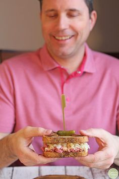 You're going to love this vegan reuben jackfruit sandwich. It is packed with corned jackfruit, crunchy sauerkraut, and tangy Thousand Island dressing on toasted marbled rye. It's a flavor-packed lunch or dinner that truly delivers. Vegan Seitan Recipe, Seitan Recipes, Non Dairy Cheese, Non Dairy Butter, Reuben Sandwich, Sandwich Recipes, Jackfruit Carnitas, Pickled Turnips, Jackfruit Sandwich