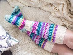 Karuselli-sukat - Kaupunkilanka Smart Women Never Go for Boring Socks, Do You? They say that socks o Crochet Slippers, Knit Crochet, Crochet Hats, Wool Socks, Knitting Socks, Thick Socks, Knee High Socks, Yarn Crafts, Mittens