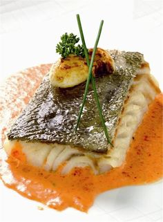 Codfish is a very popular specialty in Spain! Usually served with a delicious sauce, it will make you live a wonderful mediterranean culinary experience! Fish Recipes, Seafood Recipes, Tapas, Molecular Gastronomy, Savoury Dishes, Mediterranean Recipes, C'est Bon, Fish And Seafood, I Foods