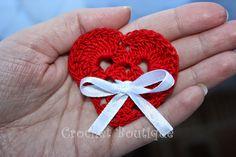 Crochet Boutique: Mărțișoare croșetate: brățări și broșe Origami, Crochet Earrings, Christmas Ornaments, Holiday Decor, Flowers, 8 Martie, Handmade, Romania, Hearts