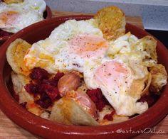 #huevos fritos sobre #patatas @lays #chorizo y #ajo  ...