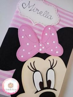 Mickey e Minie Aplique Mickey e Minie - Como FazerAplique Mickey e Minie - Como Fazer Foam Crafts, Diy Arts And Crafts, Preschool Crafts, Crafts For Kids, Paper Crafts, Diy Crafts, Diy Notebook, Decorate Notebook, File Decoration Ideas