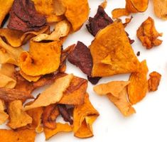 vegetable-chips: Solution to get Hayden to eat some friggin' veggies! Carrot Chips, Veggie Chips, Potato Chips, Healthy Snacks For Kids, Easy Snacks, Vegetable Crisps, Vegetable Snacks, Homemade Butter, Chips Recipe