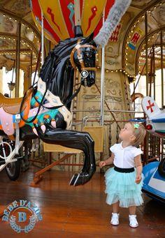 Elle était une fois dans un carrousel... Un déguisement de princesse des temps modernes. Jupe Tutu. Il ya 8 couleurs. Choisissez votre couleur préférée... http://www.bebedazur.com/shop1/fr/101-jupes Once upon a time on the carousel ... A princess Tutu skirt of modern times. There are 8 colors. Choose your favorite one... http://www.bebedazur.com/shop1/fr/101-jupes