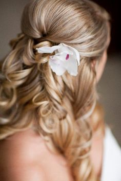 half up hair hair-makeup Wedding Hair And Makeup, Wedding Beauty, Hair Makeup, Dream Wedding, Hair Wedding, Wedding Dresses, Up Hairdos, Updos, Girls Hairdos