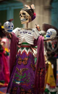 Day of the Dead Catrina folk art doll, Mexico Mexico Day Of The Dead, Day Of The Dead Art, All Souls Day, All Saints Day, Mexican Folk Art, Mexican Style, Mexican Skulls, Skull Art, Statues