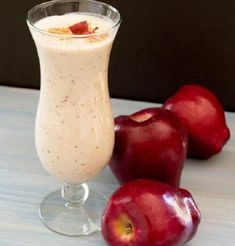 I love the beautiful red specks from the apple skin that are in this smoothie. This smoothie is delicious because it has the taste of fresh apple pie. Apple Pie Smoothie, Juice Smoothie, Smoothie Drinks, Healthy Smoothies, Healthy Drinks, Smoothie Recipes, Diet Recipes, Healthy Snacks, Healthy Eating