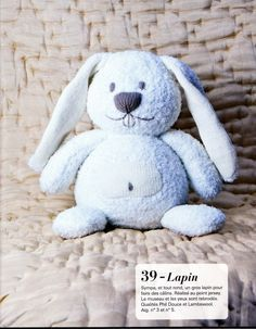Cela fait pas mal de temps que je n'ais plus mis de modèle sur le blog voici les explications pour réaliser un lapin bleu ou....suivant votre choix. Crochet Toys, Knit Crochet, Butterfly Nursery, Diy Toys, Stuffed Toys Patterns, Baby Love, Baby Knitting, Animals And Pets, Knitting Patterns