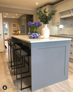 [New] The 10 Best Home Decor Today (with Pictures) Elegant Kitchen Design, New Kitchen, White Kitchen Design, Kitchen Paint, Open Plan Kitchen, Open Plan Kitchen Living Room, House Flooring, Beautiful Houses Interior, Kitchen Remodel