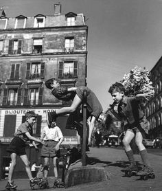 Robert Doisneau, Kids playing in the street on rollers, Ménilmontant, Paris, ca. 1950 © Ateliers Robert Doisneau tag: happy fun youth flowers