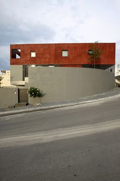 id nurelle.................Red House / Dear Architects