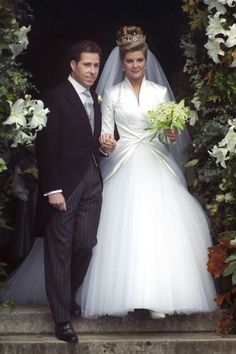 In October 1993 David, Viscount Linley married Serena Stanhope. The nw Viscountess was praised for her Bruce Robbins gown, noted for its resemblance to Princess Margaret's 1960 wedding dress