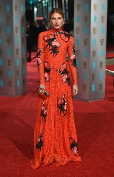 Pin for Later: Seht alle Stars auf dem roten Teppich der BAFTA Awards in London Dree Hemingway in Erdem