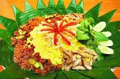 Cara Membuat Nasi Kuning Komplit Lauk Pauk Rice Recipes, Asian Recipes, Ethnic Recipes, Nasi Bakar, Indonesian Food, Indonesian Recipes, Yellow Rice, Steamed Rice, Catering