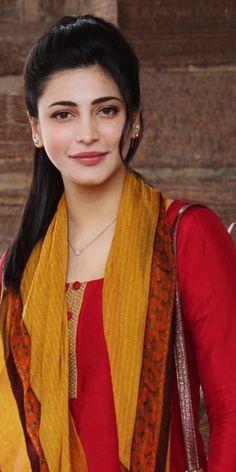 Shruti Hassan she is amazing actress South Actress, South Indian Actress, Most Beautiful Indian Actress, Beautiful Actresses, Girls Dp Stylish, Shruti Hassan, Thing 1, Indian Celebrities, India Beauty