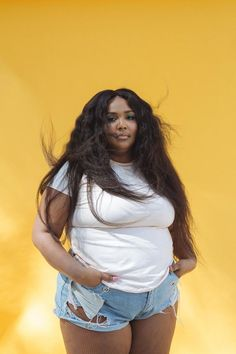 Lizzo is Being Sued and She Definitely Deserves It : lizzo postmates lawsuit outfit style hair makeup celebrity news gossip quotes Thick Girl Fashion, Curvy Fashion, Plus Size Fashion, 1990 Style, Curvy Girl Outfits, Mode Plus, Looks Plus Size, Plus Size Beauty, Female Bodies