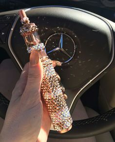 Rose Gold Swarovski crystal vaporizer on We Heart It Badass Aesthetic, Boujee Aesthetic, Bad Girl Aesthetic, Weed Girls, 420 Girls, Rauch Fotografie, Fille Gangsta, Vape Smoke, Gangster Girl