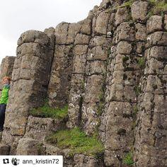 Dverghamrar (Dwarf Cliffs) er steinformasjoner på Island mellom #Hofn og #Reykjavik. Verdt et besøk. #reisetips #reiseliv #reiseblogger  #Repost @ann_kristin72 with @repostapp  Island 2013. Iceland.  Her besøkte vi et sted med fjellandskap formet som stolper. Dverghamrar - dvarf cliffs  Artig.  ................ #island #iceland #visiticeland #dverghamrar #dvarfcliffs #landscape #landscape_lovers #seethebeauty #seethroughmylens #seethroughmyeyes