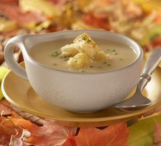 mabon celebration Lammas, or Lughnasadh, is a time to celebrate the early harvest. Celebrate the sabbat with these eight seasonally themed recipe ideas! Mabon, Samhain, Wicca Recipes, Kitchen Witchery, Sabbats, Beltane, Mushroom Soup, Yummy Food, Delicious Recipes