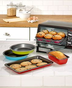 Reheat leftovers or bake a small dinner with this Toaster Oven Baking Set. This colorful set is the ideal size for most standard toaster ovens. It lets you get creative without turning on the ov Toaster Oven Pans, Toaster Oven Recipes, Baking Set, Cooking Supplies, Small Kitchen Appliances, Kitchen Gadgets, Dessert Drinks, Desserts, Oven Baked