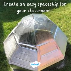Make a spaceship from an umbrella! Use an umbrella and card to make a space Kids Role Play, Role Play Areas, Alien Party, Astronaut Party, Space Party Costumes, Alien Halloween, Circus Theme, Space Theme, Toddler Fun