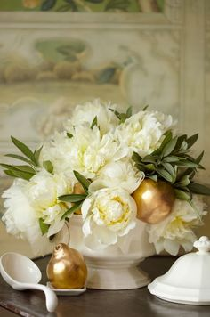 white flower, winter centerpiec, white roses, holiday centerpieces, table scapes, floral arrangements, white gold, christma, peoni