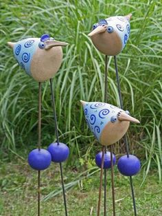 Billedresultat for garten keramik Clay Birds, Ceramic Birds, Ceramic Animals, Clay Animals, Ceramic Pottery, Ceramic Art, Ceramics Projects, Clay Projects, Clay Crafts