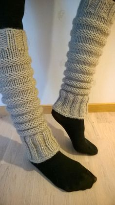 Overview of Crochet So You Can Comprehend Patterns - Crochet Ideas Guêtres Au Crochet, Crochet Boots, Crochet Slippers, Crochet Stitches, Loom Knitting, Knitting Socks, Knitting Patterns, Knitted Boot Cuffs, Tricot Facile