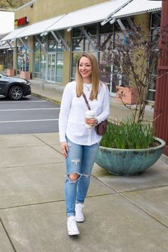White Converse, Converse Sneakers, Work Casual, Casual Tops, Layered Tops, Look Chic, Spring Style, Distressed Jeans, Get Dressed