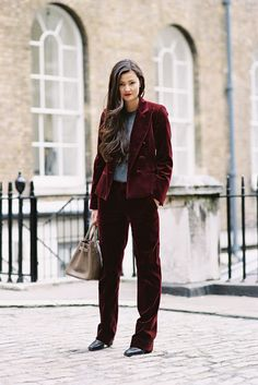 The beautiful Peony Lim , Somerset House, London, March Love this sumptuous velvet suit on Peony. So gorgeous for winter. Milan Fashion Weeks, London Fashion, New York Fashion, Street Fashion, Tomboy Fashion, Fashion 101, Fashion Models, Tomboy Style, Stockholm Street Style