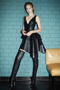Leather dress and thigh boots Sexy Outfits, Outfits Casual, Sexy Dresses, Nice Dresses, Sexy Stiefel, Cheap Boutique Clothing, Golf Clothing, Thigh High Boots Heels, High Leather Boots