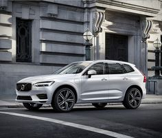 Volvo have presented in Geneva the beautiful new generation of the XC60 SUV. In terms of design, Volvo´s new XC60, due to launch in July, adopts the same language that the manufacturer debuted on the larger XC90 sibling, in which the headlights adopt
