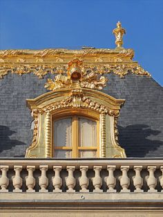 Angels is a reoccurring theme on the roof of Versailles. Beautiful Architecture, Art And Architecture, Architecture Details, Montmartre Paris, Paris Paris, Paris At Night, Neoclassical Architecture, Historical Architecture, Luís Xiv